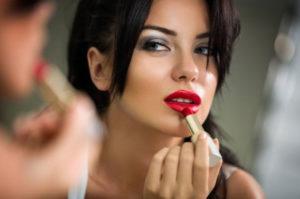Lipstik Revlon untuk Bibir Hitam